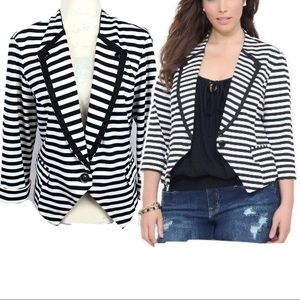 Torrid Black and White Striped Blazer Size 2(2x)